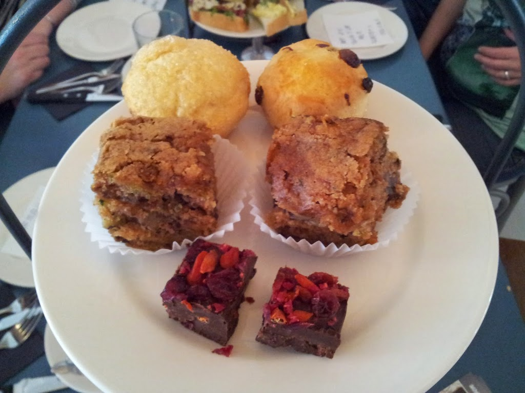 high tea roosendaal lunchcafe lente scones clotted cream chocolade
