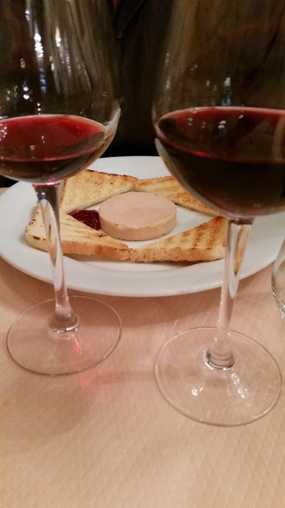 rode wijn rue mouffetard parijs