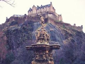 edinburgh castle citytrip travelblogger