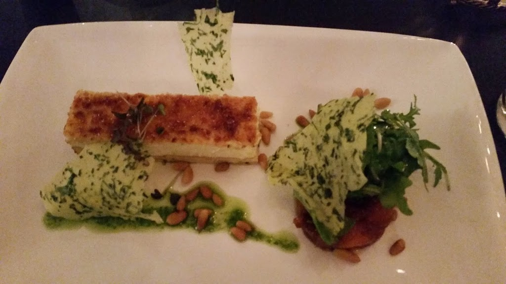 #foodie Geitenkaas: Een gekarameliseerd geitenkaastaartje met chutney van kakifruit en rucolakrokant