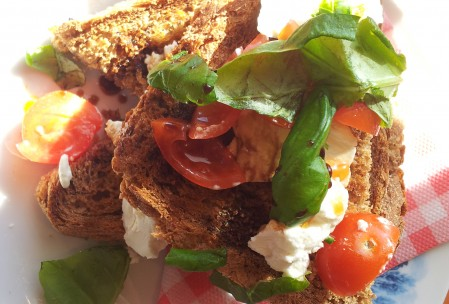 sandwich geitenkaas stilleven